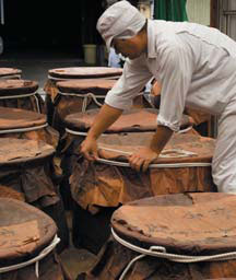 くろ酢の製造工程 熟成